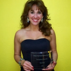 http://www.sherifink.com/wp-content/gallery/photos/Sheri-Fink-wins-the-extraordinary-inspirational-award.jpg