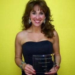 https://www.sherifink.com/wp-content/gallery/photos/Sheri-Fink-wins-the-extraordinary-inspirational-award.jpg